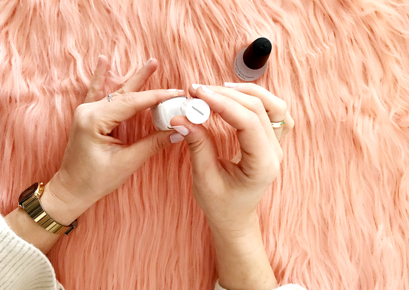 Top 10 White Nail Polishes (and how to apply correctly)
