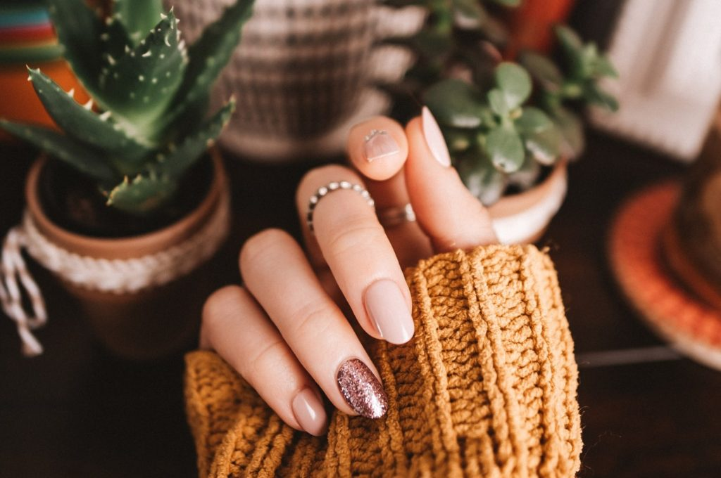How to Grow Stronger Nails – 5 Simple Tips for Natural Longer Nails